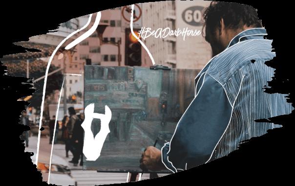 Imagem de um homem pintando um quadro em meio a uma avenida com a hashtag beadarkhorse
